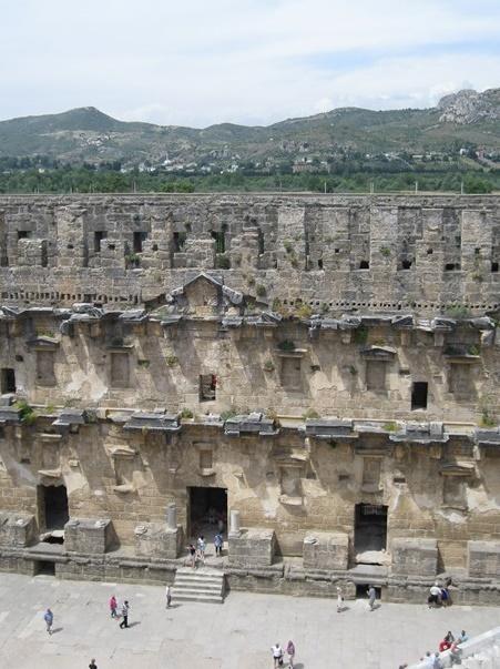 aspendos-antik-kenti-nerededir