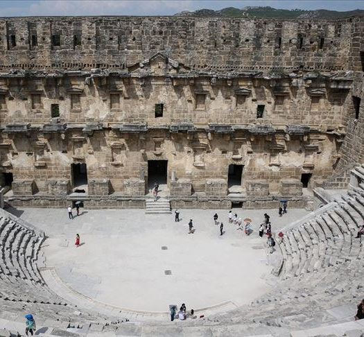 aspendos-antik-kenti-ve-tiyatrosuna-nasil-gidilir