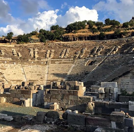 bodrum-antik-tiyatrosu-nun-yapisi-nasildir